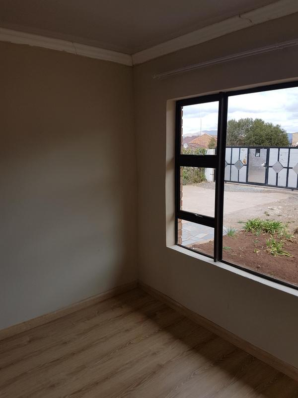 Property For Rent in Madeira Park, Queenstown 6